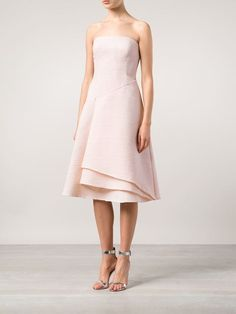 Reinvigorate your look with one of the designer cocktail dresses edit at Farfetch. Find striking party dresses from global luxury boutiques. Funky Wedding Dresses, Party Dresses For Women, Designer Party Dresses, Designer Cocktail Dress, Strapless Dress Formal, Formal Dresses, Jason Wu, Dress Up, Fancy