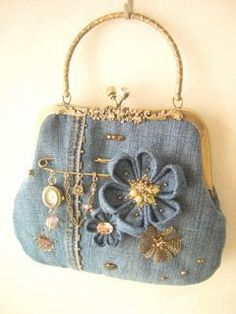 HUZUR SOKAĞI (Yaşamaya Değer Hobiler) Vintage Purses, Vintage Bags, Jean Purses, Purses And Bags, Clutch Purse, Coin Purse, Denim Handbags, Frame Purse, Flower Bag