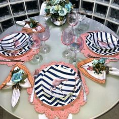 Inspiração de mesa para o dia a dia. Place Settings, Table Settings, Dinner Wear, Party Food And Drinks, Christmas Settings, Dinning Table, Deco Table, Decoration Table, Dining Room Design
