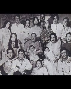 Here are some rare pictures of Bollywood's Kapoor family. Bollywood Cinema, Bollywood Photos, Bollywood Stars, Bollywood Actress, Vintage Bollywood, Old Film Stars, Movie Stars, Shashi Kapoor, Film World