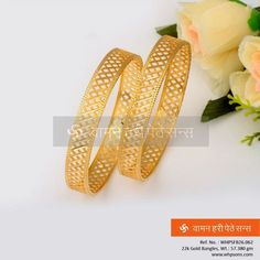 Traditional gold bangles made with amazing cuts . Gold Bangles Design, Gold Jewellery Design, Gold Jewelry, India Jewelry, Gold Necklace, Necklace Set, Jewelery, Fine Jewelry, Bangles Making