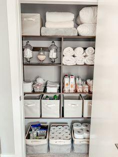Bathroom Closet Organization, Home Organization Hacks, Bathroom Linen Closet, Towel Organization, Medicine Organization, Linen Closets, Organize A Linen Closet, Small Laundry Closet, How To Organize Your Closet