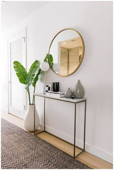 Home Decoration Candles Simple modern clean entryway // NYC Apartment Tour - Welcome to Olivia Rink.Home Decoration Candles Simple modern clean entryway // NYC Apartment Tour - Welcome to Olivia Rink Modern Apartment Decor, Apartment Interior, Apartment Living, Apartment Entrance, Modern Decor, White Apartment, One Bedroom Apartments, Nyc Apartment Luxury, Small Apartment Entryway