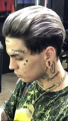 Hot Guys Tattoos, Face Tattoos, Body Art Tattoos, Cool Haircuts, Haircuts For Men, Bad Boy Aesthetic, Aesthetic Art, Queer Hair, Daily Hairstyles