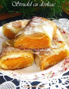 Strudel cu dovleac placintar ca tot suntem in sezomul dovlecilor. Ca si Placinta de dovleac pe care v-am prezentat-o deja si acest Strudel este un desert rapid si bun. Romanian Desserts, Romanian Food, Romanian Recipes, No Cook Desserts, Just Desserts, Cake Recipes, Dessert Recipes, Good Food, Yummy Food