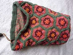So pleased with the finished result. I love the African Flower motif and suddenly just had the desire to make a bag for my knitting. Took a bit of playing around to figure out how to make the shape...