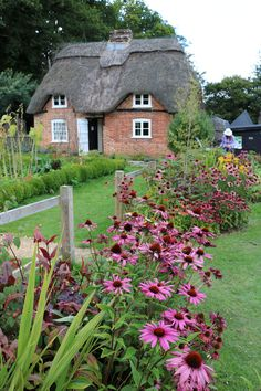 Old Thatched Cottage English Cottage Style, English Country Gardens, English House, English Cottages, Romantic Cottage, Cozy Cottage, Cottage Homes, Cottage Gardens, Little Cottages