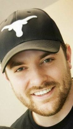 Best Country Singers, Country Music, Chris Young Concert, Heart Shaped Engagement Rings, Luke Bryan, Cool Countries, Young And Beautiful, The Man, Famous People