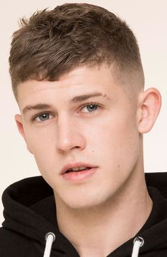 Men's Hairstyles Short hair shaved sides. Photo: Pull & Bear. #menshairstyles #menshair #shorthair