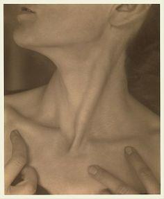 Alfred Stieglitz photographs Georgia O'Keeffe, The Metropolitan Museum of Art, New York.
