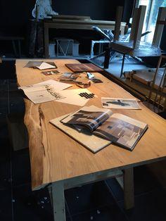 Duży dębowy stół 320 na 100. To największy jaki udało się nam zrobić. Pracownia stołów dębowych Bytom Ul.Łagiewnicka 9/1 516-906-906 Grzegorz Zamykal
