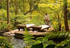 Partez à la découverte de l'hôtel Shambhala Estate situé au coeur de la forêt Indonésienne à Bali. Un véritable havre de paix pour des vacances de rêve.