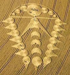 A Comet Like Crop Circle Formation with probable lunar significance pointing in a certain direction. Ogbourne St Andrew, near Marlborough, Wiltshire. Reported 29th July 2009 !