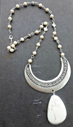 White howlite stone and silver necklace. Chunky necklace. Bohemian jewelry.