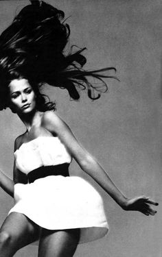Lauren Hutton by Richard Avedon for Vogue, June 1968 She was such a cool model and I lived in the village next door to her!