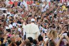 Papa Francesco a Tirana: Gli estremisti travisano la religione