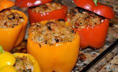 Sastojci za posne paprike punjene žitom: 8 paprika, 200 g bukovače, 500 g pšenice, 3 čena belog luka, 100 g paradajza, 300 g praziluka, pola kašičice slatke paprike, bosiljak