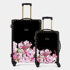 Our Giuliana Trunk Luggage is the ultimate travel partner for the look of luxury. The combination of monochrome polka dot and signature Macbeth Collection flora Cute Luggage, Travel Luggage, Travel Bags, Luxury Luggage, Luggage Brands, Luggage Sets, Hardside Spinner Luggage, Divas, Bag Accessories