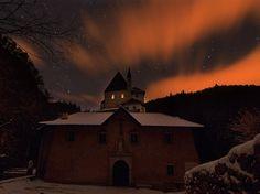 La foto del mese di febbraio 2013 - Santuario di San Romedio in Val di Non http://www.lifeintravel.it/foto-santuario-san-romedio-notte.html Casa Belvedere Ronzone