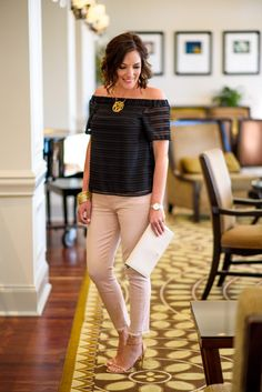 Spring / Summer Date Night Outfit mit rosa Jeans Date Night Outfits, Date Night Outfit Summer, Date Outfit Casual, Night Out Outfit, Casual Outfits, Work Outfits, Casual Attire, Pink Pants Outfit, Summer Pants Outfits