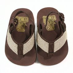 Hemp Flip Flops Soft eva bottoms and nylon upper.  All sizes have an adjustable elastic heel strap for a secure fit.  NB= Size 0, SM= Size 1-2, MD= Size 3-4, LG= Size 5-6, XLarge= Size 7-8 (No leather is used in the construction)  From My Baby Rocks...