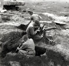 Canadian soldiers set up a machine gun position, May 1951. Photo: Library and Archives Canada PA-112639