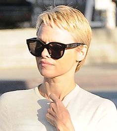 Makeover Alert! Pamela Anderson Got a Pixie Haircut - Daily Makeover