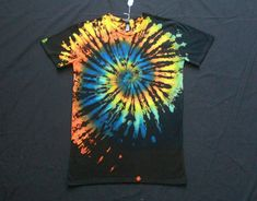 Pin by homeschool resources on tie dye Diy Arts And Crafts, Crafts For Kids, Kids Diy, Diy Crafts, Diy Tie Dye Shirts, Diy Shirt, Tie Dye Folding Techniques, Diy Clothing, Clothes Refashion
