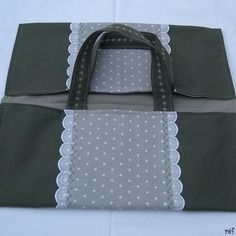 Pretty chic pie bag in dark gray cotton and polyester with its peas . Pie Carrier, Couture Sewing, Vintage Pillows, Diaper Bag, Sewing Projects, Creations, Patches, About Me Blog, Chic