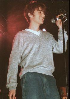 damon albarn was really hot yall 😳 Beautiful Boys, Pretty Boys, Blur Band, Indie Boy, Declan Mckenna, Jamie Hewlett, Alex Turner, Britpop, Fred Perry