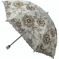 Umbrella with a black coating, good sunscreen, heat insulation and cooling. Lace Umbrella, Vintage Umbrella, Folding Umbrella, Under My Umbrella, Cool Umbrellas, Umbrellas Parasols, Best Sunscreens, Anti Uv, Unique Clothes For Women