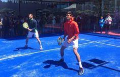 Novak Djokovic jugando a #pádel con Juan Martín Díaz en #Torneo de Tenis Madrid Mutua Open.