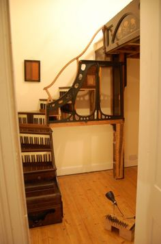 Two old pianos turned into a piano staircase & mezzanine bed by artist Tim Vincent-Smith Cheap Home Decor, Home Decor Items, Diy Home Decor, Upcycled Furniture, Diy Furniture, Music Furniture, Green Furniture, Unique Furniture, Piano Stairs