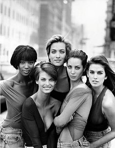 Naomi Campbell, Linda Evangelista, Tatjana Patitz, Christy Turlington and Cindy Crawford by Peter Lindbergh for Vogue (UK) January I was so in love with the original SUPERMODELS! Vogue Covers, Vogue Magazine Covers, Peter Lindbergh, Vogue Uk, Christy Turlington, Tatjana Patitz, Top Models, Baby Models, Runway Models