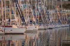 Πρωινά από τα λίγα. Απίστευτη γαλήνη! -  Soft morning light and an amazingly calm sea! San Francisco Skyline, New York Skyline, Greece, Places, Travel, Greece Country, Viajes, Trips, Traveling