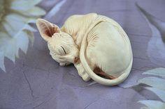 sphynx cat sculpture