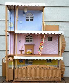 Domeček pro panenky je taková klasika, kde se vy i vaše fantazie můžete úplně vyřádit. Co je lepšího, než designové bydliště pro malou Barbie?