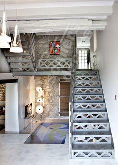 Escalier droit d 39 int rieur m tallique pour une d coration for Objets decoration rouge et gris
