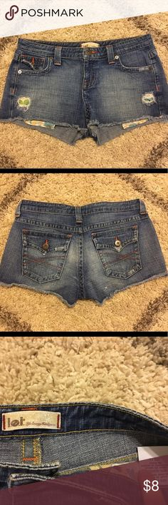 Lei denim shorts. Size 11. Peek a boo pockets! Lei denim shorts. Size 11. Peek a boo pockets! l.e.i. Shorts
