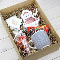 Diy Christmas Gifts For Kids, Christmas Gift Baskets, Christmas Gifts For Her, Gifts For Family, Christmas Crafts, Christmas Decorations, Diy Gift Box, Diy Gifts, Gift Wraping
