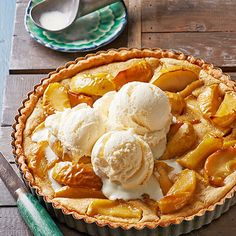 HoneyCrisp Apple and Browned Butter Tart. Lightly caramelized Honeycrisp apples and a sweet browned butter glaze Apple Dessert Recipes, Tart Recipes, Köstliche Desserts, Apple Recipes, Baking Recipes, Delicious Desserts, Autumn Desserts, Apple Tart Recipe, Apple Pie