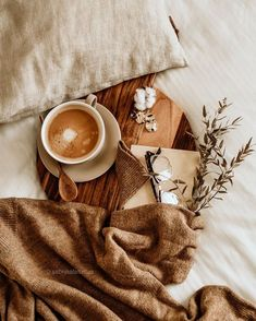 cozy home vibes Cozy Aesthetic, Aesthetic Coffee, Autumn Aesthetic, Brown Aesthetic, Aesthetic Vintage, Aesthetic Photo, Aesthetic Pictures, Flat Lay Photography, Coffee Photography