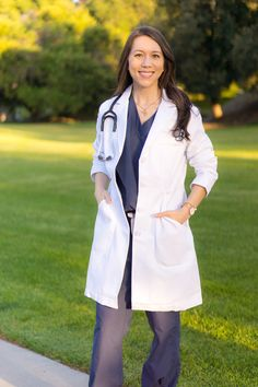 49 Ideas for medical student white coat Doctor White Coat, Doctor Coat, Pharmacy Student, Medical Students, Nursing Student Gifts, Nursing Schools, White Coat Ceremony, Nurse Bag, Female Doctor