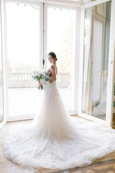 Organic Bridal Looks & Flowers Gorgeous Wedding Dress, Best Wedding Dresses, Wedding Styles, Wedding Photoshoot, Wedding Shoot, Wedding Fun, French Wedding Style, Bridal Robes, Vintage Dresses