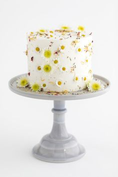 Edible flower wedding cake