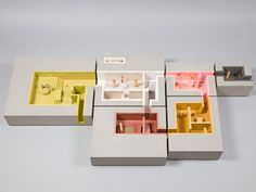 A Dolls' House auction for KIDS charity maquette kleur ruimteschakeling concept doorgang ruimte