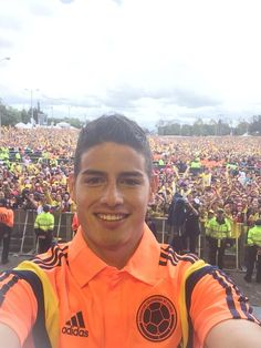 Gracias a todos , me siento muy orgulloso de ser COLOMBIANO. pic.twitter.com/yMr3Xq25Ul