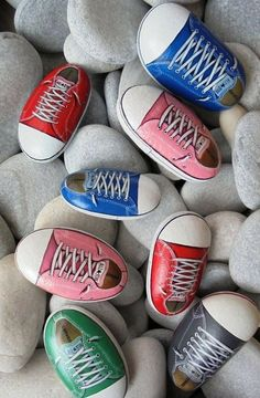 20 Incredible DIY Painted Rock Design Ideas - napier news Pebble Painting, Pebble Art, Stone Painting, Diy Painting, Garden Painting, Painting Flowers, Painting Canvas, Light Painting, Stone Crafts