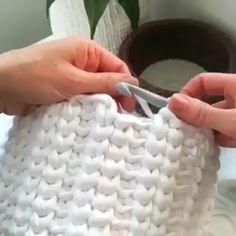 Crochet lesson series 138 - Tricot et crochet Crochet Basket Tutorial, Crochet Box, Crochet Basket Pattern, Knit Basket, Crochet Motifs, Crochet Stitches Patterns, Free Crochet, Diy Crochet Basket, Crochet Designs