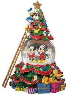 Welcome to the Collectors Guide to Disney Snowglobes. Information on over 2900 Disney snow globes. Disney World Christmas, Mickey Christmas, Christmas Snow Globes, Christmas Fun, Christmas Decorations, Holiday Decor, Hades Disney, Disney Music Box, Chrissy Snow